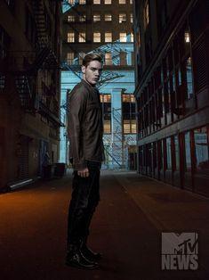 Dominic Sherwood as Jace Wayland Season 2 Shadowhunters Tv Series, Shadowhunters Season 3, Shadowhunters The Mortal Instruments, Dominic Sherwood, Jace Wayland, Idris Brasil, Galera Record, To The Bone Movie, Shadowhunter Academy