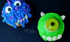 48 Fun and Festive Halloween Baked Goodies via Brit + Co Halloween Baking, Halloween Kids, Halloween Themes, Halloween Party, Monster University Cupcakes, Monster Cupcakes, Disney Inspired Food, Disney Food, Disney Recipes