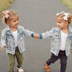 You're my bestfriend! Tag your bestie ❤️ Baby Faces, Cute Faces, Cute Outfits For Kids, Toddler Outfits, Twin Outfits, Cute Baby Pictures, Baby Photos, Beautiful Children, Beautiful Babies