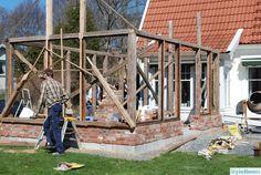 Vinterträdgård / Orangeri / Växthus - Hemma hos Boromir Timber Frame Homes, Compact Living, Patio, Outdoor Rooms, Temples, Houseplants, Tiny House, Pergola, Shed