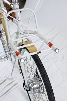 IDEO and Rock Lobster Custom Cycles win people's choice award for utility bike prototype: Design Observer Velo Vintage, Vintage Bikes, Rock Lobster, Bike Details, Retro Bike, Fixed Gear Bicycle, Custom Cycles, Cargo Bike, Bicycle Lights