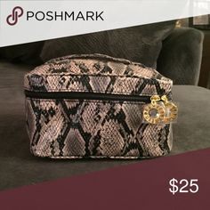 Cosmetic bag Ester Lauder snake print make-up bag. 8 * 4 1/2 inches, and 5 inches deep, fits a lot. Brand new, never been used. Plastic is still covering zipper closures. Estee Lauder Bags Cosmetic Bags & Cases