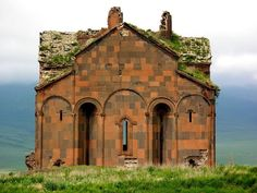 ani-ruined-churches-3 -The Cathedral of Ani, built in 989. Photo credit: Sara Yeomans/Flickr