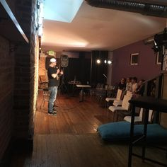 Petey Steele sneaking in a set at the mic after his weekend at @magoobys !