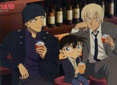 Esta claro que Burbon esta bebiendo Burbon y que Conan, debe ser un zumo de naranja, pero, que esta bebiendo Akai?