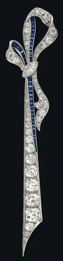 A diamond brooch, total weight ca. 4,50 ct, platinum 950, old-cut brilliants, -diamonds, 1 diamond of marquise cut, sapphires, 10,3 g. Art Deco style.