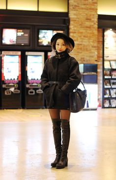 Korean fashion blogger black fashion with long boots #suecommabonnie #wannabk #koreanshoes #OOTD