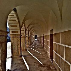 Light and shadow #Badajoz #Extremadura #Spain #españa #spania #estaes_europa #estaes_extremadura #estaes_espania #igers #igers_extremadura #igersbadajoz #ig_badajoz #ig_great_pics #loves_badajoz #casc