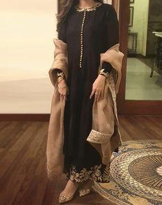 Shadi Dresses, Pakistani Formal Dresses, Pakistani Fashion Casual, Pakistani Dress Design, Pakistani Suits, Nikkah Dress, Indian Suits, Salwar Suits, Stylish Dress Designs