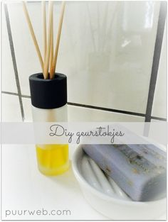 Diy: make fragrance sticks yourself - Felicia Homemade Cleaning Products, Natural Cleaning Products, Room Diffuser, Diy Deodorant, Waste Paper, Young Living Oils, Diy Home Improvement, Diy Makeup, Diy Beauty