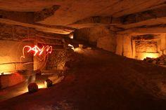 Dites 33!  Réseau multi niveaux : Réseau de carrières en forme d'elipse avec parfois des hauteurs de plafond impréssionantes sur plusieurs niveaux de profondeur... | psyckoze