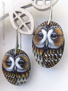 Wonderful Unique Hand Painted Tawny Owl Earrings! Painted with acrylics, nickel free, signed on the back and protect with a satin final varnish. You will look wonderful with these unique hand painted Owl Earrings! They are perfect for any age and style, can be easily matched with all types of clothing, extremely strong but also very light and comfortable. Meticulously finished in every detail, modern elegants nickel free hooks and accompanied by a Certificate of Authenticity. Measurements… Painted Gourds, Hand Painted Rocks, Polymer Clay Owl, Tawny Owl, Owl Rocks, Owl Earrings, Rock And Pebbles, Stone Painting, Painting On Wood