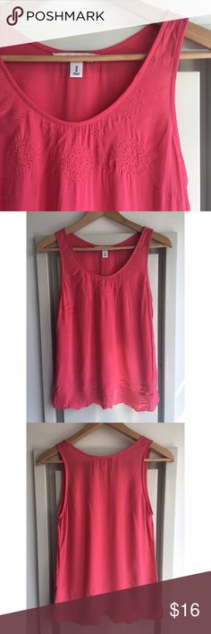 🔥SALE🔥💗Beautiful Pink Tank💗 A beautiful pink tank with feminine scallop and embroidery details💕 Worn once, in excellent condition! Old Navy Tops Tank Tops