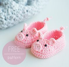 How cute is this?! Gives a new meaning to the Piggy Toes game! FREE CROCHET PATTERN