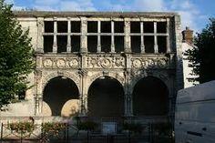 Moret sur Loing, la façade François Premier...A voir d'urgence!