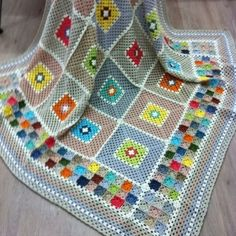 Crochet to look like a quilt picturing that striped quilt i wanted to make alifetime ago – Artofit Crochet Quilt, Crochet Home, Crochet Motif, Crochet Designs, Crochet Baby, Granny Square Crochet Pattern, Afghan Crochet Patterns, Crochet Squares, Crochet Granny