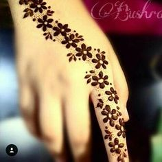 You HAVE to see these Minimal new mehndi design ideas for this wedding season! Party the mehndi party away with these back of the hand henna ideas! Henna Flower Designs, Mehndi Designs Finger, Mehndi Designs For Beginners, Mehndi Designs For Girls, Unique Mehndi Designs, Mehndi Designs For Fingers, Beautiful Henna Designs, Simple Mehndi Designs, Mehandi Designs