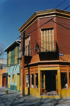 La Boca - Buenos Aires, Argentina Lorenzo Lamas, Gypsy Chic, Most Beautiful Cities, Country Living, South America, Cry, Rome, The Neighbourhood, House Styles
