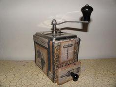Molinillo de cafe forrado con servilletas  Coffe grinder