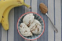 This homemade Greek frozen yogurt is a healthy way to satisfy your sweet tooth. It is filled with peanut butter and bananas, which give this ice cream treat its creamy and delicious taste.