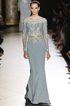Elie Saab Fall Winter 2012 Couture is filled with elegant, shape focused evening gowns lavished in lace, embroidery and soft, flowing fabrics Beautiful Gowns, Beautiful Outfits, Gorgeous Dress, Couture Fashion, Fashion Show, Style Couture, Fashion Mag, Dress Fashion, Trendy Fashion