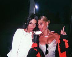 Image about model in hailey baldwin/bieber 💔 by kate Divas, Foto Best Friend, T Shirt Streetwear, Parisian Girl, Bff Goals, Fashion Night, Models, Friend Photos, Kardashian Jenner