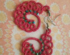 Artículos similares a Wedding tatted Earrings, white crystall handmade lace, frivolite en Etsy