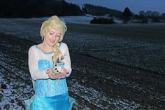 "#Frozen #Elsa #Snowqueen #Olaf  I love the movie ""Frozen"", it must be a cosplay"