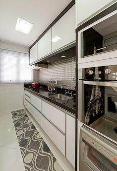 Busca imágenes de diseños de Cocinas estilo moderno de Designer de Interiores e Paisagista Iara Kílaris. Encuentra las mejores fotos para inspirarte y crear el hogar de tus sueños.