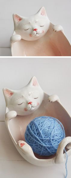 Garnschale als #geschenkidee für Häkler, witzige Keramik fürs Zuhause / cute kitten yarn bowl, gift idea for people who love to crochet made by bordo ceramics via DaWanda.com