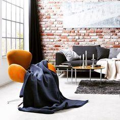 #wohndecken #tagesdecken #deckenliebe #wohnaccessoires #wohnaccessoire  #wohlfühlen #wohlfühloase #wohnzimmer #couch #blau #kerzenständer