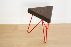 'Três' stool/table - dark cork and red legs - mendes'macedo for Galula
