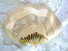 Large Shell Brooch Beige Cream Stripes