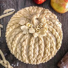 Peel to stem apple pie in a pumpkin form braided crust perfect for Halloween Fall Recipes, Holiday Recipes, Holiday Pies, Beautiful Pie Crusts, Pie Crust Designs, Pie Decoration, Pies Art, Thanksgiving Desserts, Thanksgiving Prayer