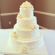 Delicious wedding cake at Sand Springs!