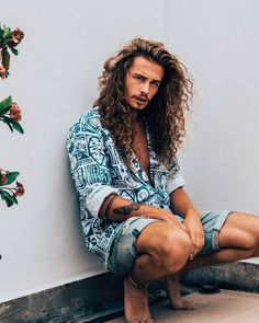 Giaro Giarratana curly hair long curly hair men inspiration Click the image now for more info. Long Curly Layers, Long Curly Hair Men, Long Layered, Long Hair Beard, Hair And Beard Styles, Curly Hair Styles, Hipster Bart, Mode Hippie, Haircuts For Men
