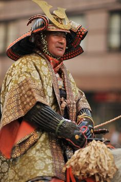 The festival began after the Emperor moved the capital from Kyoto to Tokyo in Historical reenactment parade, in authentic costumes from Japanese feudal history to the Meiji era. Japanese History, Asian History, Japanese Art, Samurai Weapons, Samurai Armor, Katana, Geisha, Samourai Tattoo, Martial