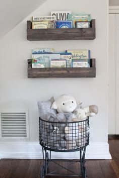 DIY bookshelves for the nursery!