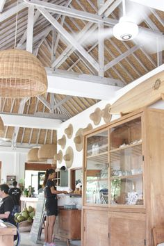 Photos of modern Bali interiors. These designs are light, bright, airy and natural spaces with comfortable textiles and cozy furniture. Seaside Cafe, Beach Cafe, Bali Restaurant, House Restaurant, Turtle Beach, Roof Design, Cafe Design, House Design, Balinese Interior
