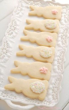 Pink Piccadilly Pastries - Simply Perfect Vanilla Shortbread Bunnies Farmhouse Spring desserts for kids spring treats Simply Perfect Vanilla Shortbread Bunnies Easter Cookies, Easter Treats, Easter Cupcakes, Cute Easter Desserts, Bunny Cupcakes, Easter Brunch, Easter Party, Easter Dinner Ideas, Bunny Party