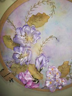 Bordado en cinta: flores pintadas en pintura textil