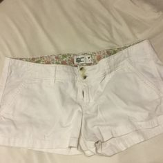 "American Eagle Soft Shorts White khaki shorts, 3"", low rise, stretch American Eagle Outfitters Shorts"