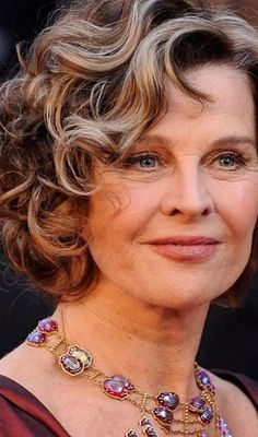 Short Curly Hair Women Over 50 2017 Short Curly Hairstyles For Women, Haircut Styles For Women, Hairstyles For Round Faces, Short Hair Cuts For Women, Straight Hairstyles, Cool Hairstyles, Elegant Hairstyles, Hot Hair Styles, Medium Hair Styles