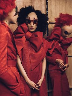 Gareth Pugh SS16 Backstage The clown aspect terrifies me but the bow game is strong!