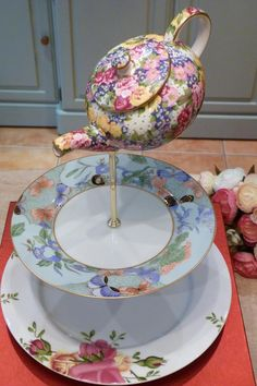 English vintage china tea sets and teapots to buy for your vintage event. We have a huge stock of tea cups and saucers, cake stands , tea sets and lots more. Funky Painted Furniture, Decoupage Furniture, Afternoon Tea Stand, Tiered Cake Stands, Teacup Crafts, Vintage Cake Stands, Country Porches, Southern Porches, Tea Sets Vintage