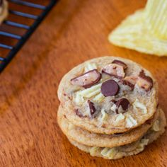 Sweet and Salty Potato Chip Toffee Cookies | TheBestDessertRecipes.com