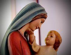 Jaime Ramos Méndez: Imagen de la Virgen María con el Niño Jesús en la capilla del Centro Escolar Juana de Asbaje (CEJA) de Zamora, Michoacán...