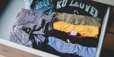"""Konmari""-Methode: So räumt man auf wie Netflix-Star Marie Kondo Carrie Bradshaw, Pepe Jeans, Hurley, Konmari Methode, Backpacking, Camping, Sparks Joy, Small Wardrobe, Small Space Storage"