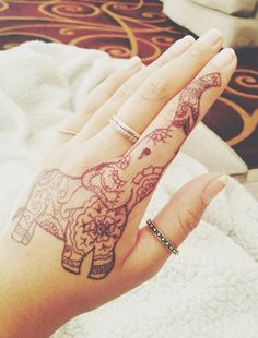 Henna Elephant. This would hurt as a tat. But it's soo cute! I would do it!