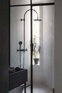 MINIMAL BATHROOMS TO BE INSPIRED BY - ELISABETH HEIER